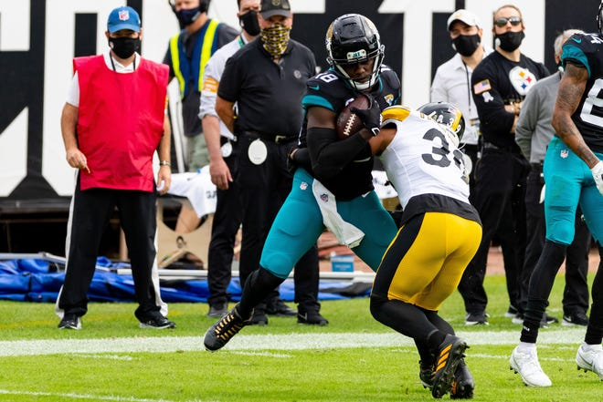 Jaguars wide receiver Chris Conley (18) runs with the ball in the second quarter against the Steelers.