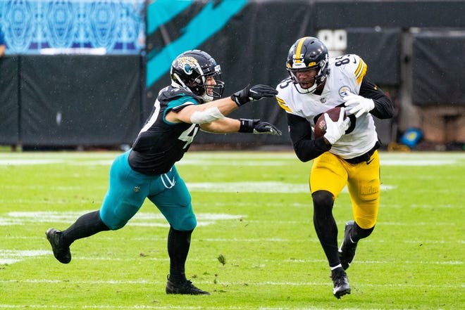 Jacksonville Jaguars middle linebacker Joe Schobert tackles Pittsburgh Steelers tight end Eric Ebron in the fourth quarter during the Jaguars' game against the Steelers on Nov. 22.