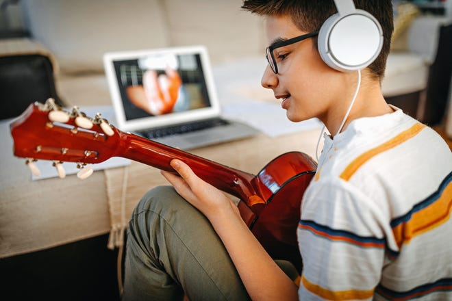 In the BEAT Explorers program, teens will learn how to translate their stories into original verse by brainstorming lyric ideas as a group.