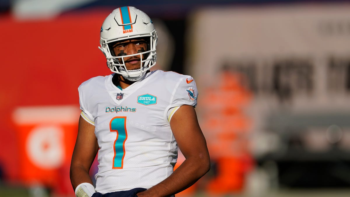 Ryan Fitzpatrick replaces Tua Tagovailoa as Dolphins QB against Broncos, but Tua remains starter - Palm Beach Post