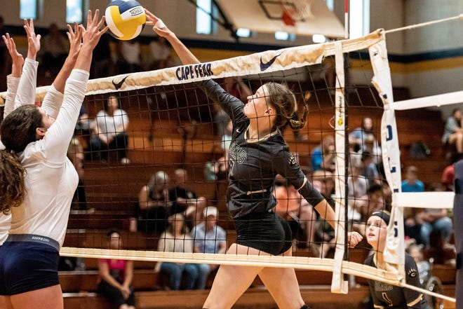 Gray's Creek junior Kylie Aldridge (8) has been named the 910Preps Athlete of the Week after a solid two-game start with the unbeaten Bears.