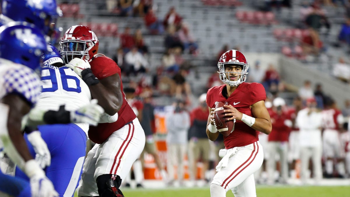 All eyes on quarterbacks and bronze elephants as Alabama football wraps up 2021 spring practice | Hurt