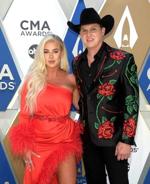 Summer Duncan and country singer Jon Pardi married Saturday in an intimate affair.