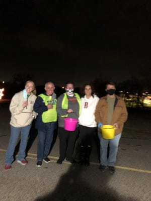 The Ardmore Sunrise Rotary Club volunteered to work the opening night at the Festival of lights. Volunteers greeted vehicles as they pulled in and collected donations as they left.