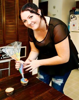 Gabby Frazee demonstrates her reverse swirl techniqueon her Oreo cookie cake batter cupcakes.