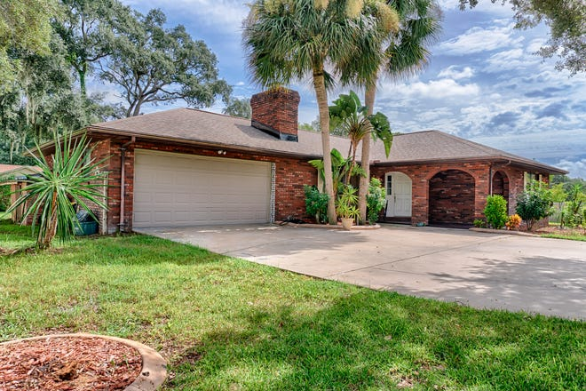 This nearly 100% remodeled pool home in Port Orange is situated on a large lot, with plenty of room for all your toys and easy access to restaurants, schools, the river and the beach.