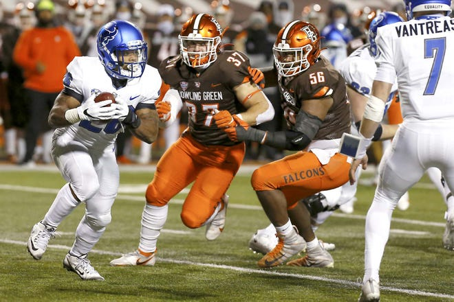 Buffalo running back Jaret Patterson (left) carries the ball while Bowling Green linebacker Darren Anders (37) and defensive lineman Ja'von Lyons close in during the first half of a Nov. 17 game in Bowling Green, Ohio.