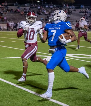 Midlothian running back De'ago Benson (7), shown in a game against Red Oak at MISD Multipurpose Stadium last November, finished with 111 yards and a touchdown in Friday night's 23-20 season-opening loss at Fort Worth Brewer.