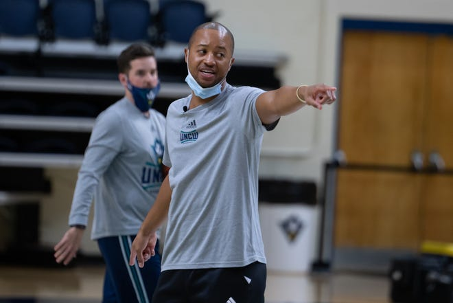 Head coach Takayo Siddle will lead the UNCW Seahawks for the first time Wednesday.