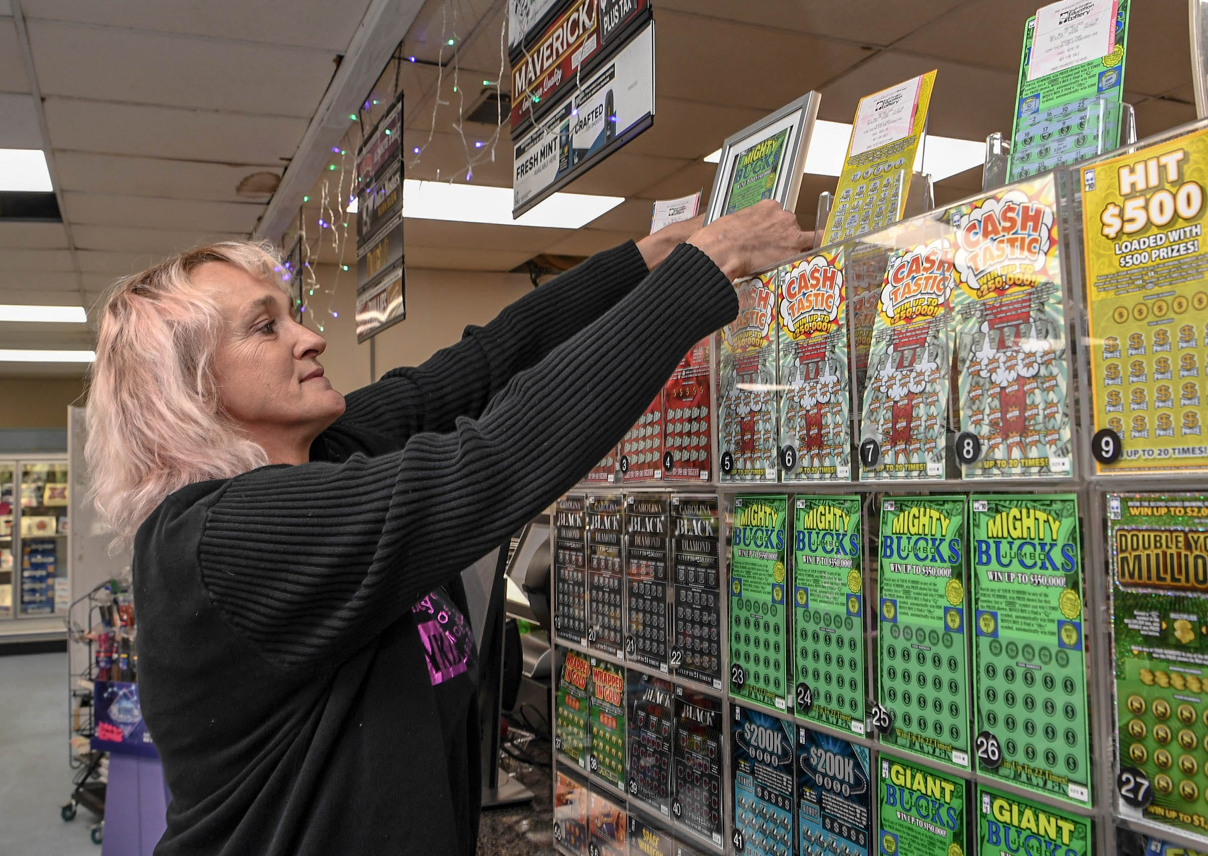 South Carolina store sells $350K lottery ticket, uses prize to fund community Thanksgiving meal