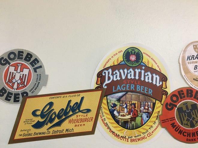 """Parade berdering label botol yang kaya """"Detroit's Brewing Heritage"""" di Museum Sejarah Detroit."""