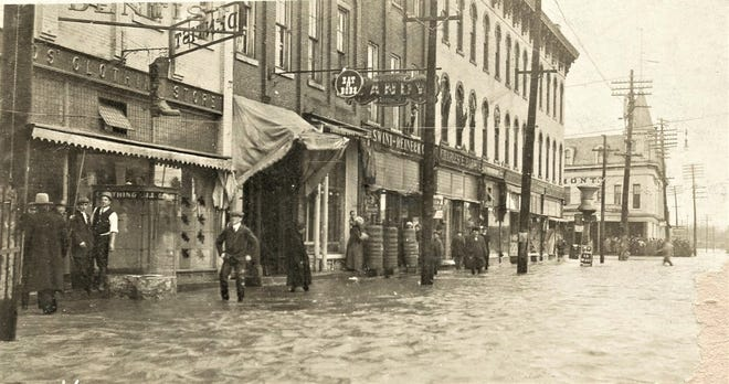 In March 1913, water was still high in Fremont.