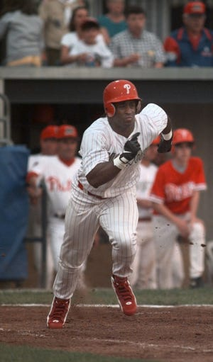 Ricky Williams runs out a ground ball in 1998 with the Batavia Muckdogs. (Shawn Dowd/Rochester Democrat and Chronicle)