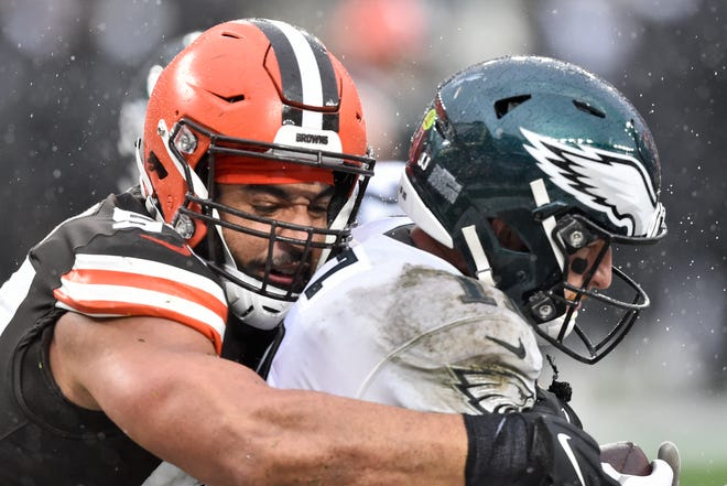 Browns defensive end Olivier Vernon sacks Philadelphia Eagles quarterback Carson Wentz in the end zone for a safety during the second half Sunday in Cleveland.