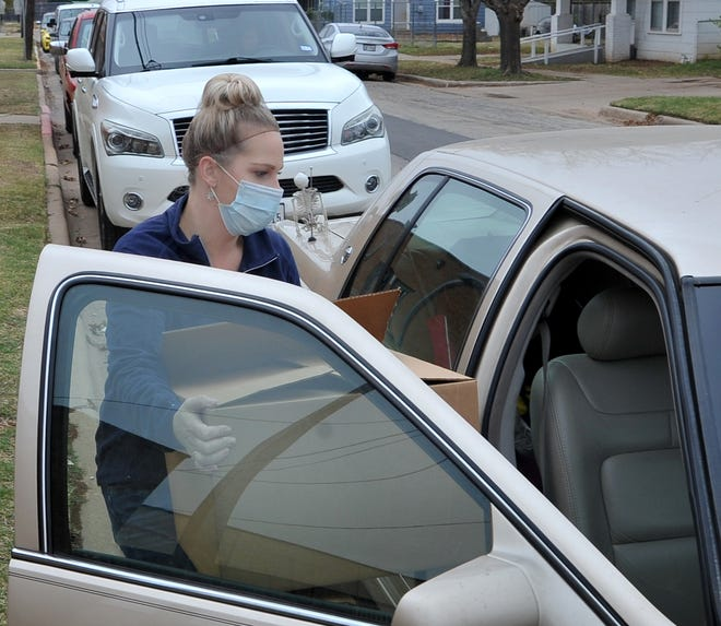 Wichita Falls Independent School District Chart Well child nutrition area supervisor, Danika Wood help deliver Thanksgiving meals Monday morning at the Zundy Elementary School cafeteria.