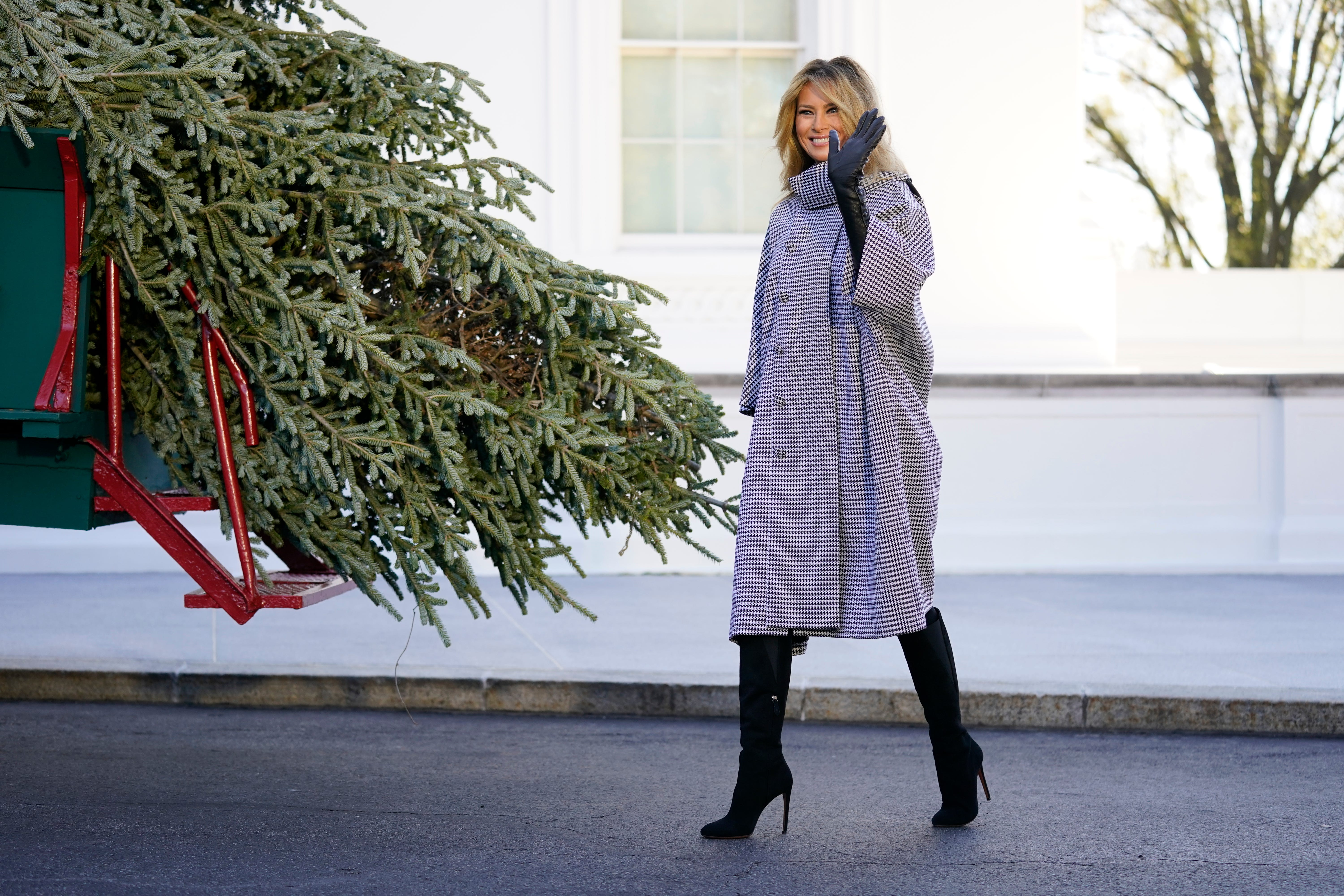 White House to hold indoor holiday parties despite surge in coronavirus cases