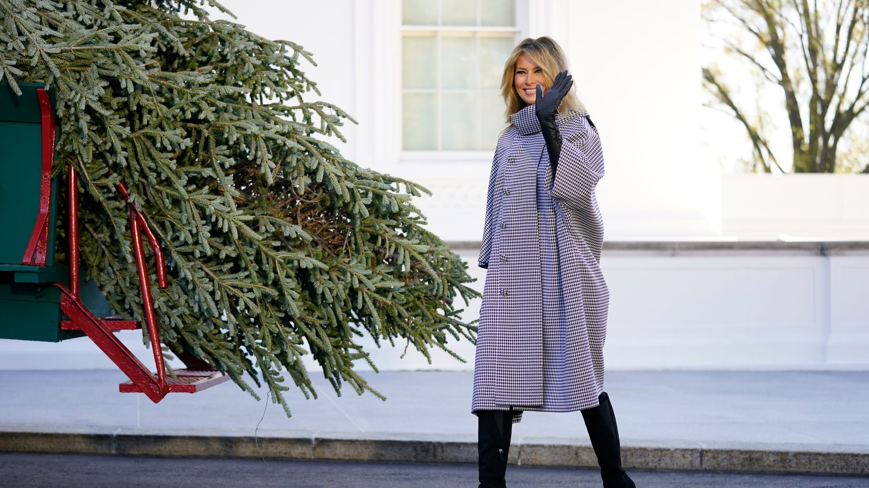 Masks, plexiglass food stations: What Melania Trump is planning for holiday parties amid COVID-19
