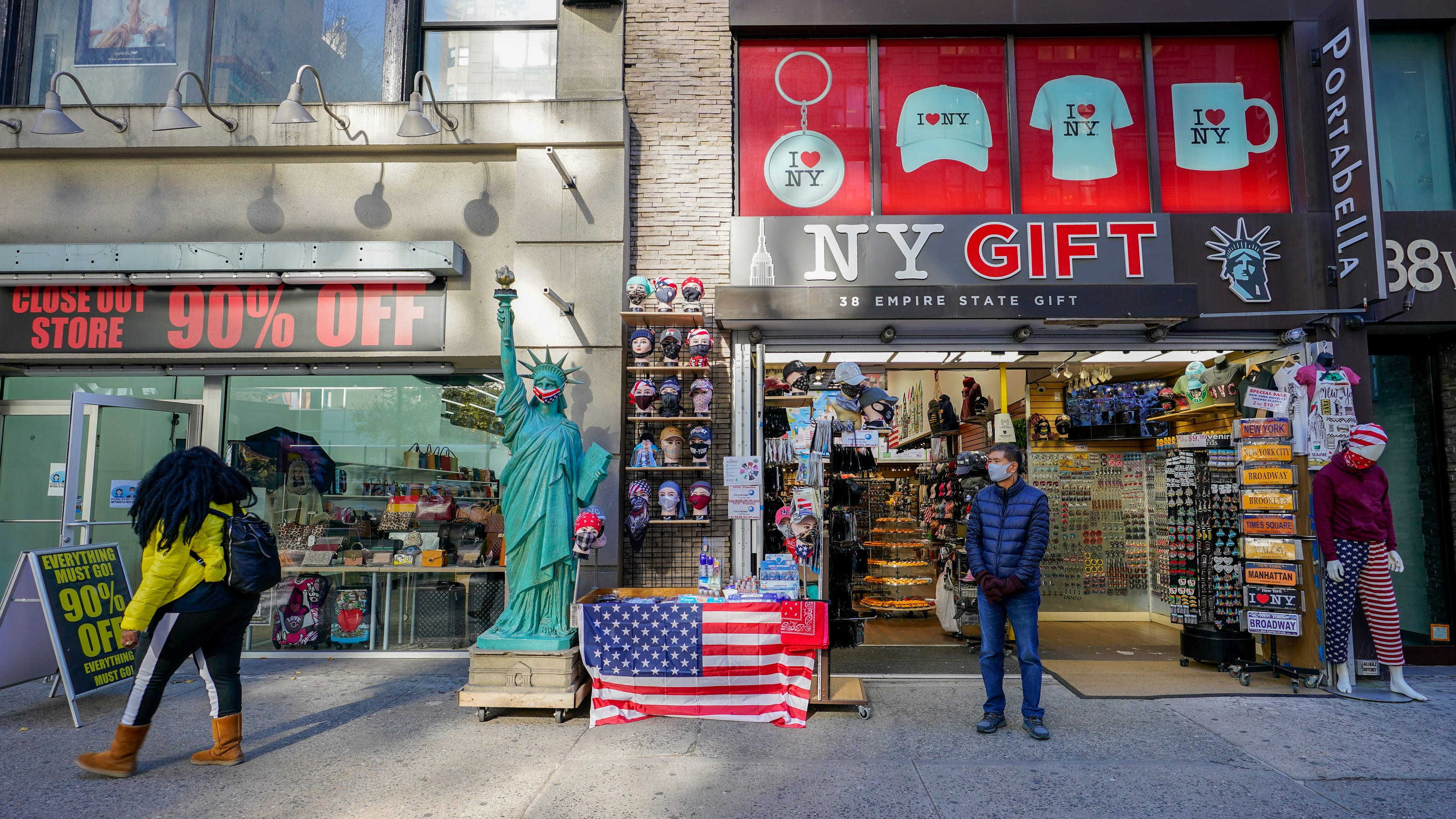 'Unmatched drop' in travelers in NYC leaves tourist shops struggling in 'fight for survival'
