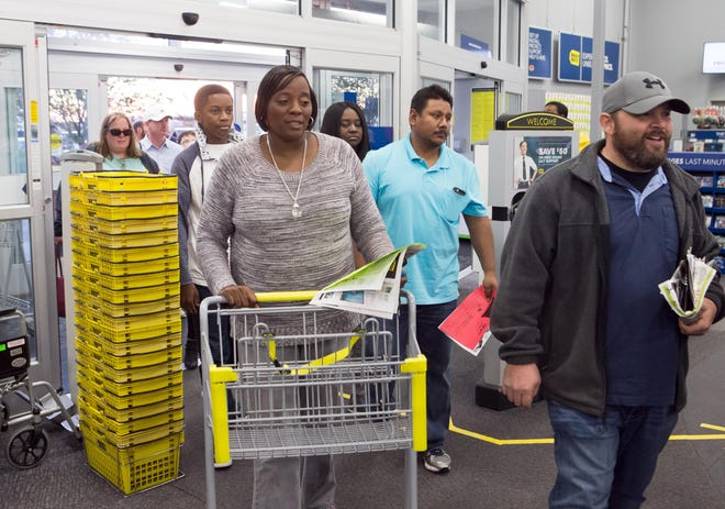 Shoppers enter the Houma Best Buy during Black Friday in 2017.
