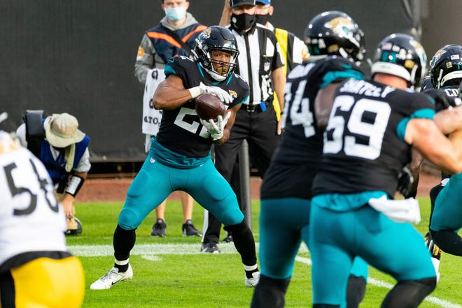 Jacksonville Jaguars running back Devine Ozigbo (22) catches a pass in the fourth quarter during the Jaguars vs. Steelers game at TIAA Bank Field in Jacksonville, FL on Sunday, November 22, 2020. Matt Pendleton/Special to the Times-Union