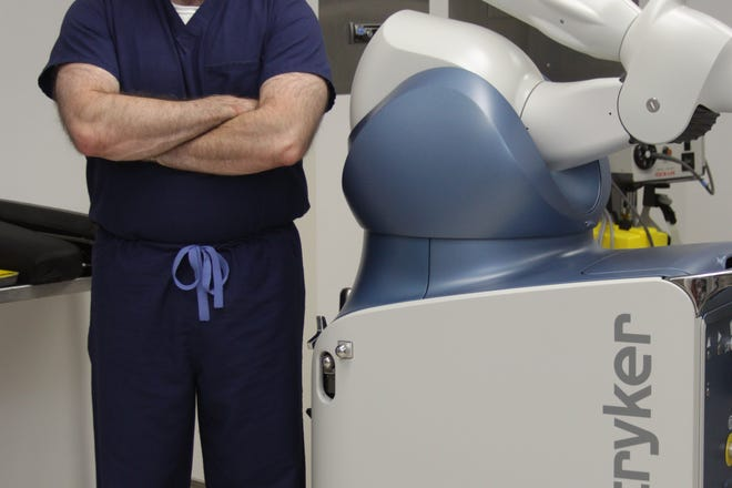 Dr. Louis Peak joined UNC Orthopedics and Sports Medicine at Lenoir last year, he was already looking to the future of joint replacement technology. That future is here now at UNC Lenoir Health Care in the form of Mako Smart Robotics.
