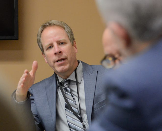 Ron Johns, executive editor at the Observer-Dispatch, talks with Oneida County Executive Anthony Pincente Jr. during a 2017 editorial board meeting. Johns will step down Dec. 1 after more than 35 years at the O-D.