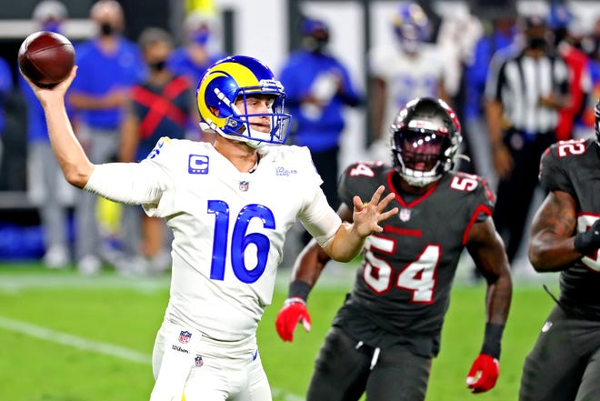 Rams quarterback Jared Goff throws a pass before Buccaneers inside linebacker Lavonte David (54) can reach him during the second quarter Monday night.