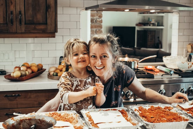 Rhiannon Menn, the founder of Lasagna Love, and her daughter, Cimorene, 3 1/2, cook lasagnas to give to families.