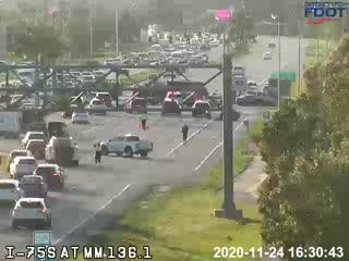 Nine-vehicle crash closes portion of Colonial Boulevard in Fort Myers