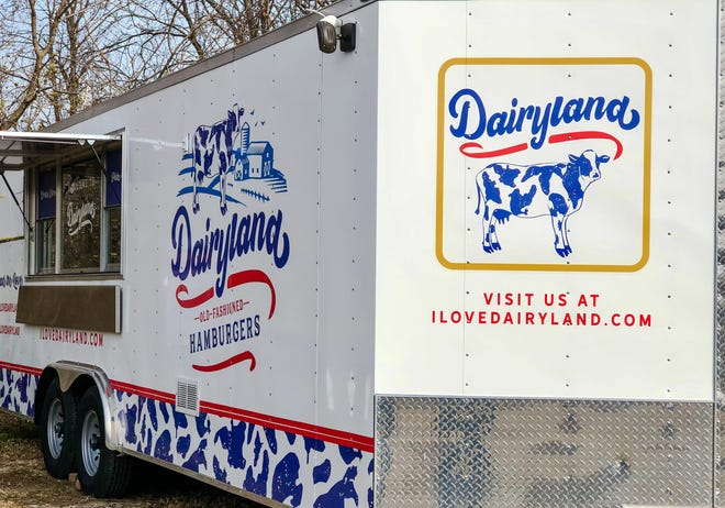 Dairyland Old-Fashioned Hamburgers is bringing its new  food truck to Zocalo Food Park.