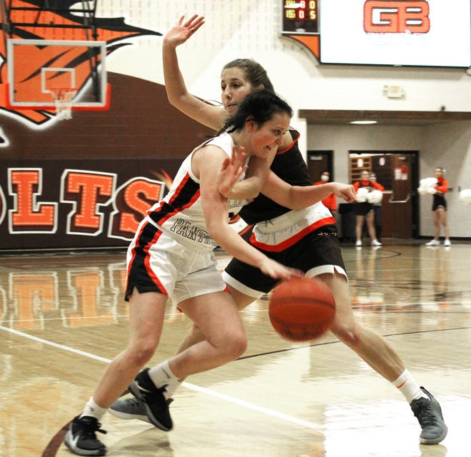 New Lexington's Lydia Stephens (0) dribbles the ball around Meadowbrook's Kenli Norman (2) during Monday's game. The Panthers won 58-32.