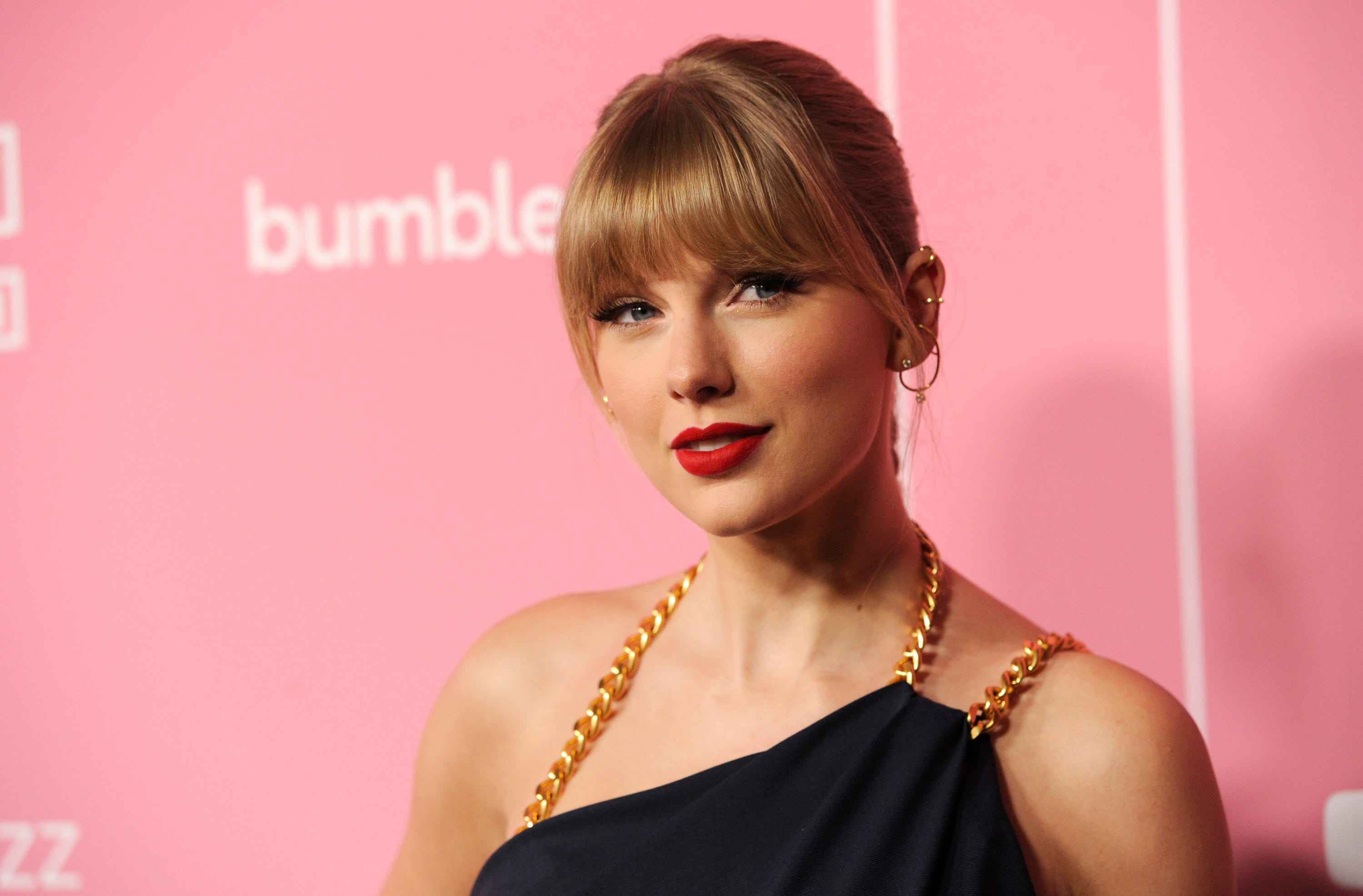 Taylor Swift stuns fans with surprise re-recording of  Wildest Dreams :  Here she is!