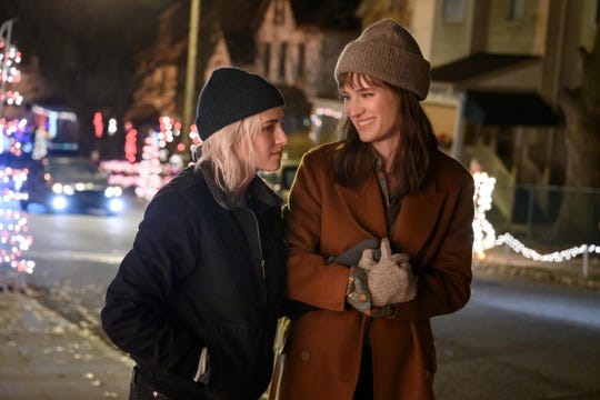 """Kristen Stewart (left) and Mackenzie Davis star as a lesbian couple whose relationship is tested by a holiday family get-together in the romantic comedy """"Happiest Season."""""""