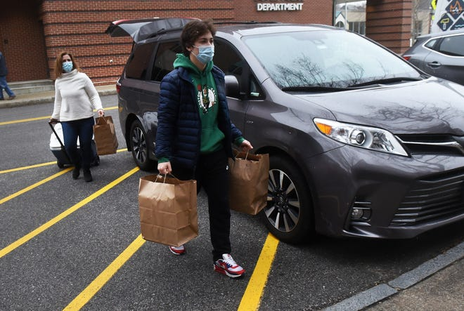 Dover High School senior Will MacGregor and his mom, Shelley, volunteer with others to deliver Thanksgiving meals to Dover residents Wednesday, Nov. 25, 2020, this one at Cocheco Park Apartments.
