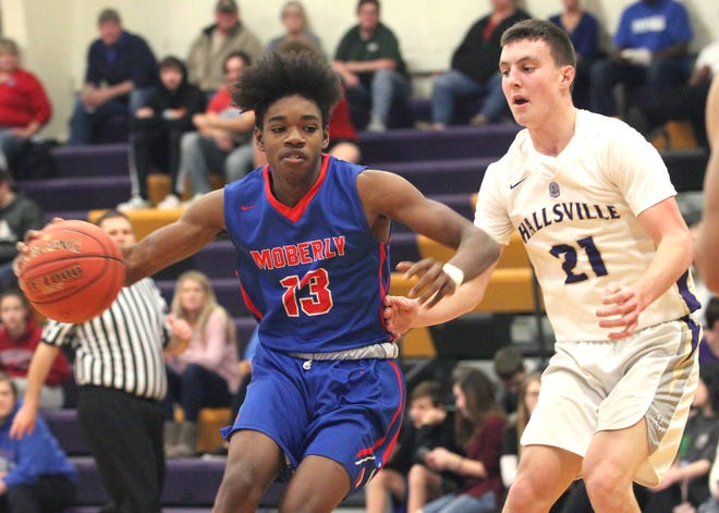 Te'Jon Mozee returns to the Moberly Spartan boys varsity program for his senior year and looks to improve upon him contributing an average of 3 points  and just as many rebounds per contest a year ago toward  this 2020-21 season.