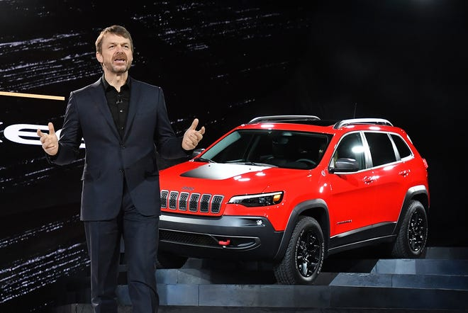 Mike Manley, Head of Jeep Brand with the 2019 Jeep Cherokee Trailhawk di North American International Auto Show di Cobo Center di Detroit, Michigan pada 16 Januari 2018.