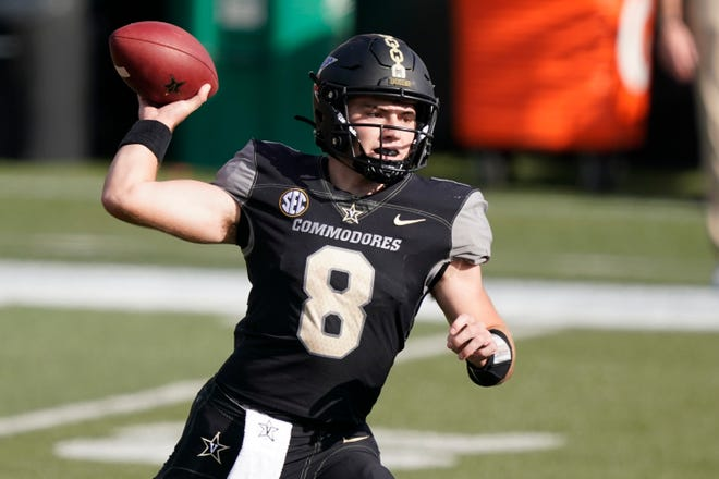 Vanderbilt quarterback Ken Seals (8) passes during a 38-17 loss to Florida last Saturday in Nashville, Tenn.