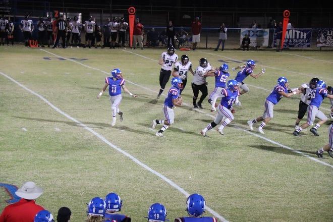 Chandler running back Casmen Hill (25), after taking the handoff from Kaden Jones (11), follows his lead blocker Spencer Clagg (44) in the second round of the Class 2A football playoffs last Friday night.