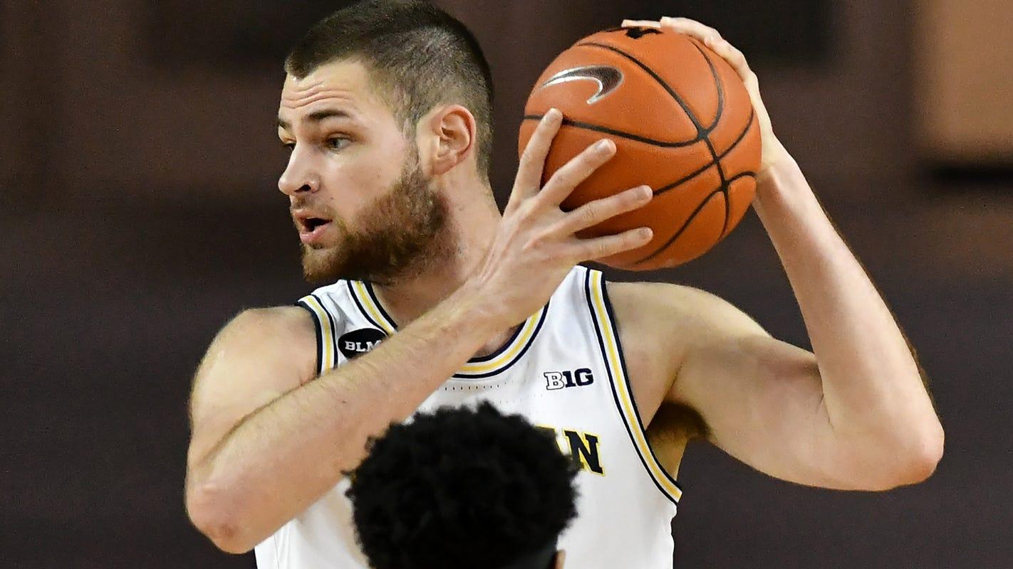 Freshman Hunter Dickinson gets 'locked in,' has impressive debut for Michigan