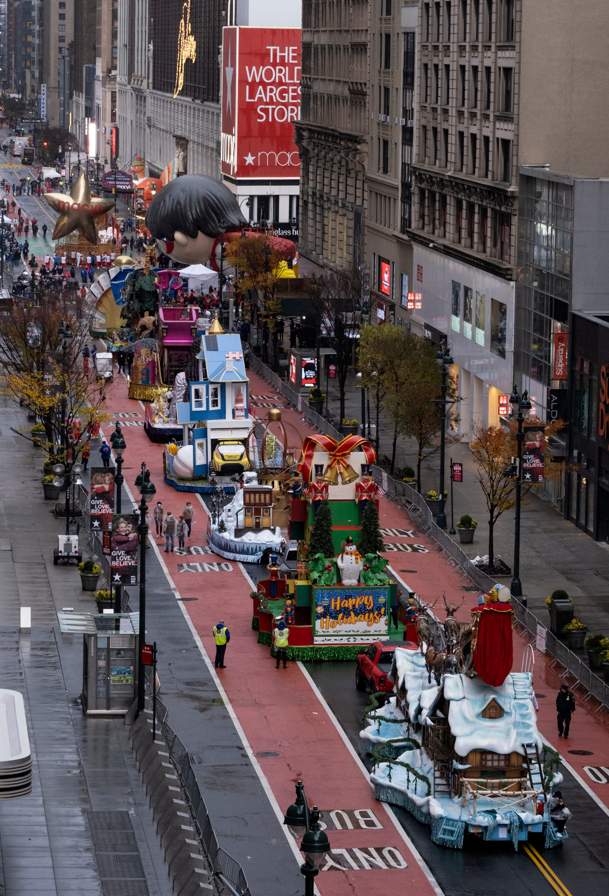 Coronavirus updates: Thanksgiving parade goes on without crowds; millions travel for the holiday; CDC projects 321K deaths