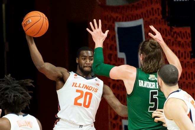 Nov 27, 2020; Champaign, Illinois, USA; Illinois Fighting Illini guard Da'Monte Williams (20) throws the ball to bounce off of Ohio Bobcats forward Ben Vander Plas (5) during the first half at the State Farm Center. Mandatory Credit: Patrick Gorski-USA TODAY Sports