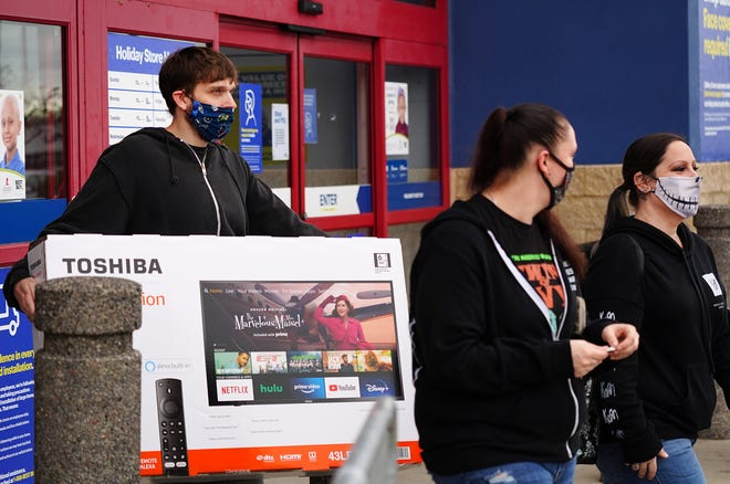 Shoppers take advantage on electronics sales at Best Buy in Newington on Black Friday.