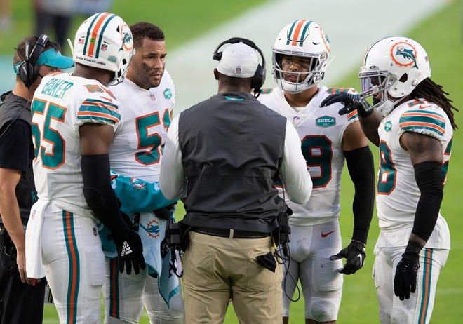 Miami Dolphins head coach Brian Flores talks with defensive players Jerome Baker (55), Kamu Grugier-Hill (51), Brandon Jones (29) and Bobby McCain (28) at Hard Rock Stadium in Miami Gardens, November 15, 2020.  (ALLEN EYESTONE / THE PALM BEACH POST)