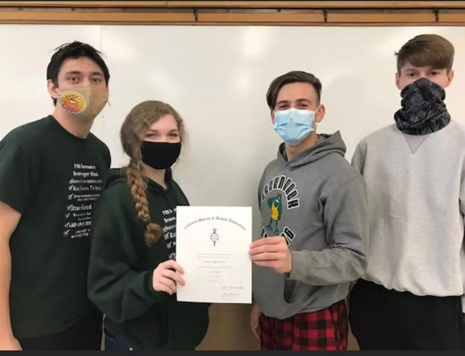 Accepting a forensics team honor certificate for making the '100 Club' are PHS students (from left) Michael Dishman (soph), Kaylee Pitts (soph), Hogan Thompson (sr) and Darrian Cox (jr).