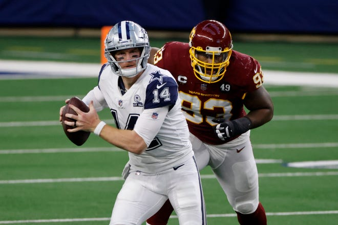 Washington Football Team defensive tackle Jonathan Allen (93) is poised to tackle Dallas Cowboys quarterback Andy Dalton (14) from behind on Thursday.