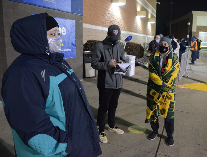 Jessica Moore, from left, Jordan Klapp and Maryann Nagy were at the front of the line outside Best Buy Friday.