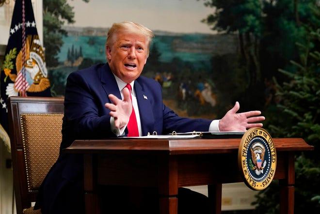 Presiden Donald Trump berbicara dengan wartawan setelah berpartisipasi dalam panggilan telekonferensi video dengan anggota militer pada Thanksgiving, Kamis, 26 November 2020, di Gedung Putih di Washington.