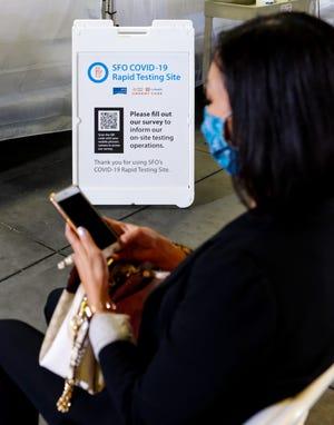 Sejumlah bandara termasuk San Francisco International dan Newark Liberty telah memperkenalkan stasiun pengujian COVID di tempat.