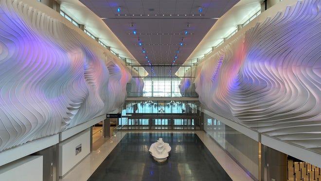 Terminal B Bandara Internasional Salt Lake City adalah bandara hub baru pertama yang dibangun di Amerika pada abad ini.