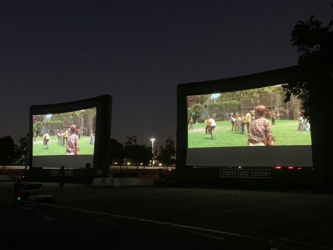Bandara Internasional Ontario di California mengikuti tren bioskop drive-in, mengubah tempat parkirnya menjadi teater pop-up.